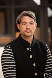 """Florian Wagner ist Moderator beim BR Fernsehen. Er moderiert u.a. """"Heimatrauschen"""" und """"Milberg&Wagner"""". Hier kann er für Events gebucht werden."""